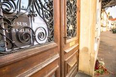 Acción cerca de la fachada Consulado general de Francia en Kraków Foto de archivo libre de regalías