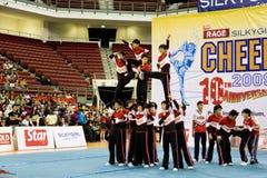 Acción Cheerleading de los muchachos Imagenes de archivo