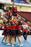 Acción Cheerleading del campeonato Foto de archivo