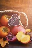 Acción de gracias Autumn Fruit en Cane Basket Imagen de archivo