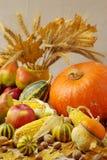 Acción de gracias del día de fiesta del otoño Todavía vida con la calabaza y las manzanas, Fotografía de archivo libre de regalías