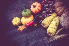 Acción de gracias en la estación del otoño en el fondo de madera Imágenes de archivo libres de regalías