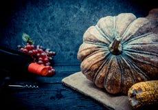 Acción de gracias en la estación del otoño en el fondo de madera Foto de archivo