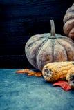 Acción de gracias en la estación del otoño en el fondo de madera Fotografía de archivo libre de regalías