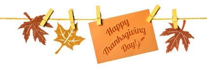¡Acción de gracias feliz! Decoraciones del otoño y tarjeta de felicitación en un ro Foto de archivo