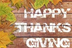 Acción de gracias feliz escrita en fondo de madera Fotos de archivo libres de regalías