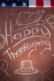 Acción de gracias feliz, escrita en la tiza blanca en una pizarra, Imagen de archivo libre de regalías
