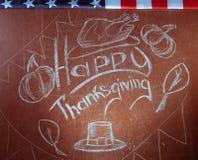 Acción de gracias feliz, escrita en la tiza blanca en una pizarra, Fotos de archivo