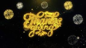Acción de gracias feliz escrita las partículas del oro que estallan la exhibición de los fuegos artificiales