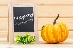 Acción de gracias feliz - escritura blanca de la tiza Imagen de archivo