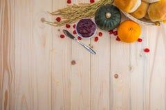 Acción de gracias feliz - fruta del otoño para la acción de gracias Imágenes de archivo libres de regalías