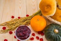 Acción de gracias feliz - fruta del otoño para la acción de gracias Imagen de archivo