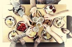 Acción de gracias, la Navidad Una cena de gala con la familia Imágenes de archivo libres de regalías