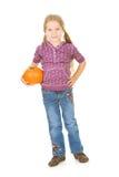 Acción de gracias: Muchacha que coloca y que sostiene la pequeña calabaza Fotografía de archivo
