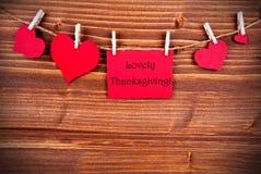 Acción de gracias preciosa en una etiqueta roja con los corazones Foto de archivo libre de regalías