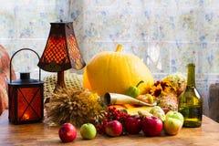Acción de gracias - un día de fiesta de la familia, aún vida con las verduras y Fotografía de archivo libre de regalías
