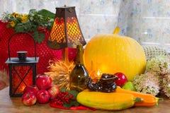 Acción de gracias - un día de fiesta de la familia, aún vida con las verduras y Fotos de archivo libres de regalías