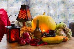 Acción de gracias - un día de fiesta de la familia, aún vida con las verduras y Fotografía de archivo