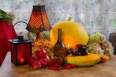 Acción de gracias - un día de fiesta de la familia, aún vida con las verduras y Foto de archivo libre de regalías