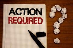 Acción de la escritura del texto de la escritura requerida El concepto que significaba acto importante necesitó negro importante  Fotos de archivo