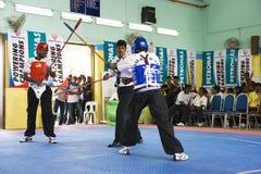 Acción de la lucha del palillo (Silambam) Fotos de archivo