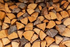 Acción de la madera para el invierno Registros secos de la madera en el fondo Venta de la madera Fotografía de archivo