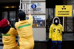 Acción de la organización ambiental Greenpeace Imágenes de archivo libres de regalías