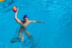 Acción de la piscina del Agua-polo Imagenes de archivo