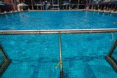 Acción de la piscina del Agua-polo Foto de archivo libre de regalías
