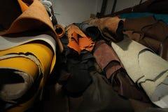 Acción de la selección de cuero para la ropa Imagen de archivo libre de regalías
