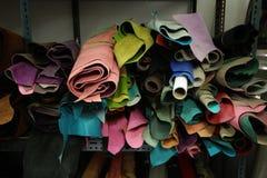 Acción de la selección de cuero para la ropa Fotos de archivo libres de regalías