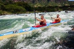 Acción de los rápidos del río de la raza de Dusi de la canoa Fotografía de archivo libre de regalías