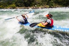 Acción de los rápidos del río de la raza de Dusi de la canoa Fotos de archivo libres de regalías