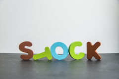 Acción de madera colorida de la palabra con background1 blanco Imagen de archivo
