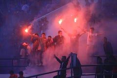 Acción de Pasoepati de los partidarios del fútbol mientras que apoya a su equipo preferido Persis Solo Foto de archivo libre de regalías