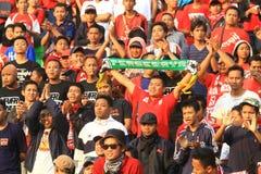 Acción de Pasoepati de los partidarios del fútbol mientras que apoya a su equipo preferido Persis Solo Imágenes de archivo libres de regalías