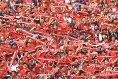 Acción de Pasoepati de los partidarios del fútbol mientras que apoya a su equipo preferido Persis Solo Imagenes de archivo
