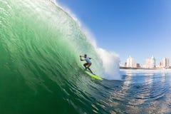 Acción del agua de Durban de la onda del tubo del SORBO que practica surf Fotos de archivo libres de regalías