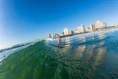 Acción del agua de Durban de las ondas que practica surf Foto de archivo libre de regalías