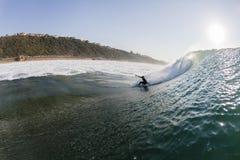 Acción del agua que practica surf Fotos de archivo libres de regalías