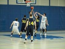 Acción del baloncesto fotos de archivo