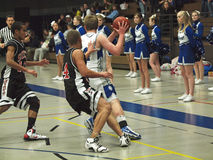 Acción del baloncesto imagen de archivo libre de regalías