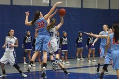 Acción del baloncesto Imagen de archivo