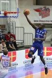 Acción del baloncesto - clavada Imagen de archivo