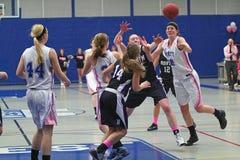 Acción del baloncesto de las muchachas Imagen de archivo libre de regalías