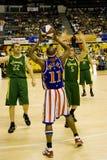 Acción del baloncesto de los trotamundos de Harlem Fotografía de archivo