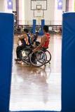 Acción del baloncesto de sillón de ruedas de los hombres Fotografía de archivo libre de regalías