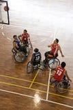 Acción del baloncesto de sillón de ruedas de los hombres Imagen de archivo libre de regalías