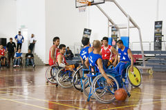 Acción del baloncesto de sillón de ruedas de los hombres Fotografía de archivo