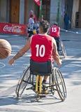 Acción del baloncesto de sillón de ruedas de los hombres Foto de archivo libre de regalías